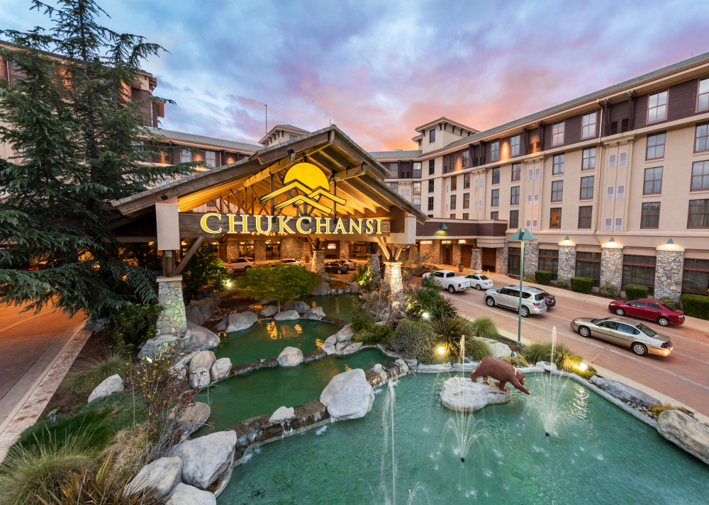 Garras-da-Justiça 13948-chukchansi-gold-resort-and-casino-front-9-2019-1000