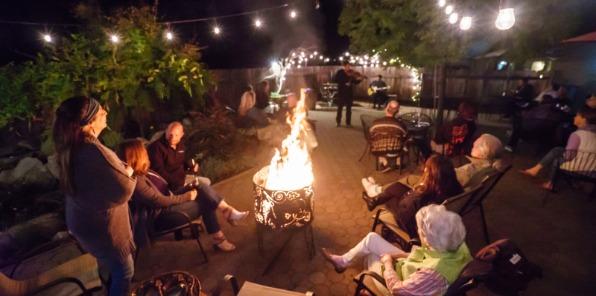 Queens Inn Wine Bar and Beer Garden Entertainment Oakhurst CA
