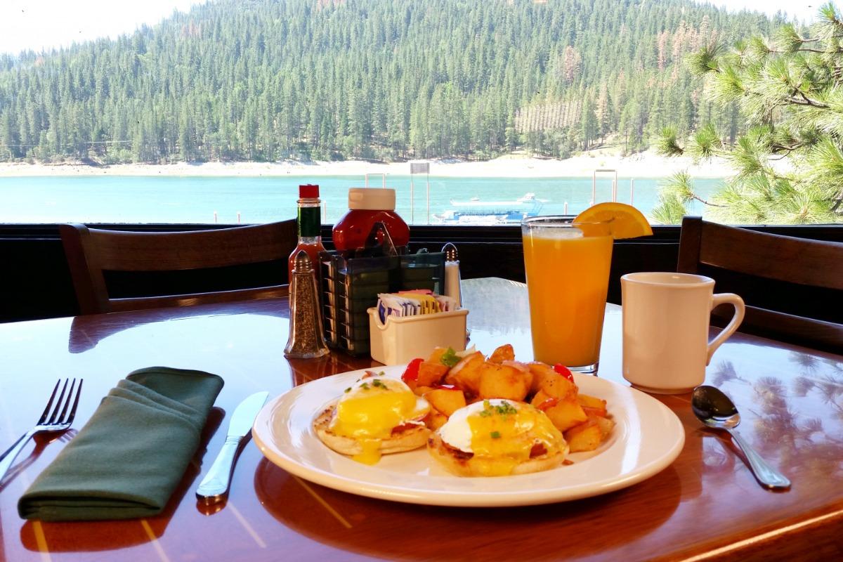 Duceys on the Lake Breakfast